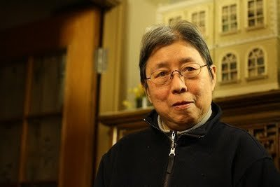 Xi Xi är en av de författare som valt att beskriva Hongkong som en surrealistisk parallell värld.